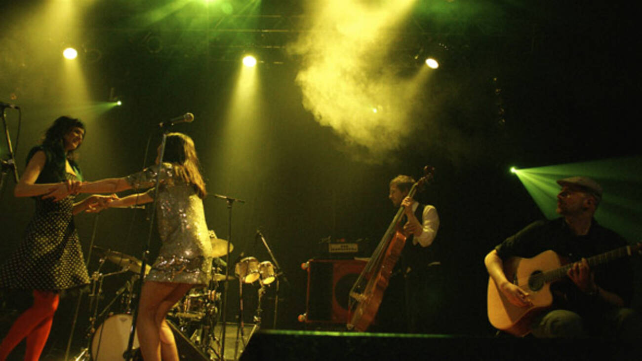 Nouvelle vague bring back the 39 80s at the opera house for 80 s house music songs