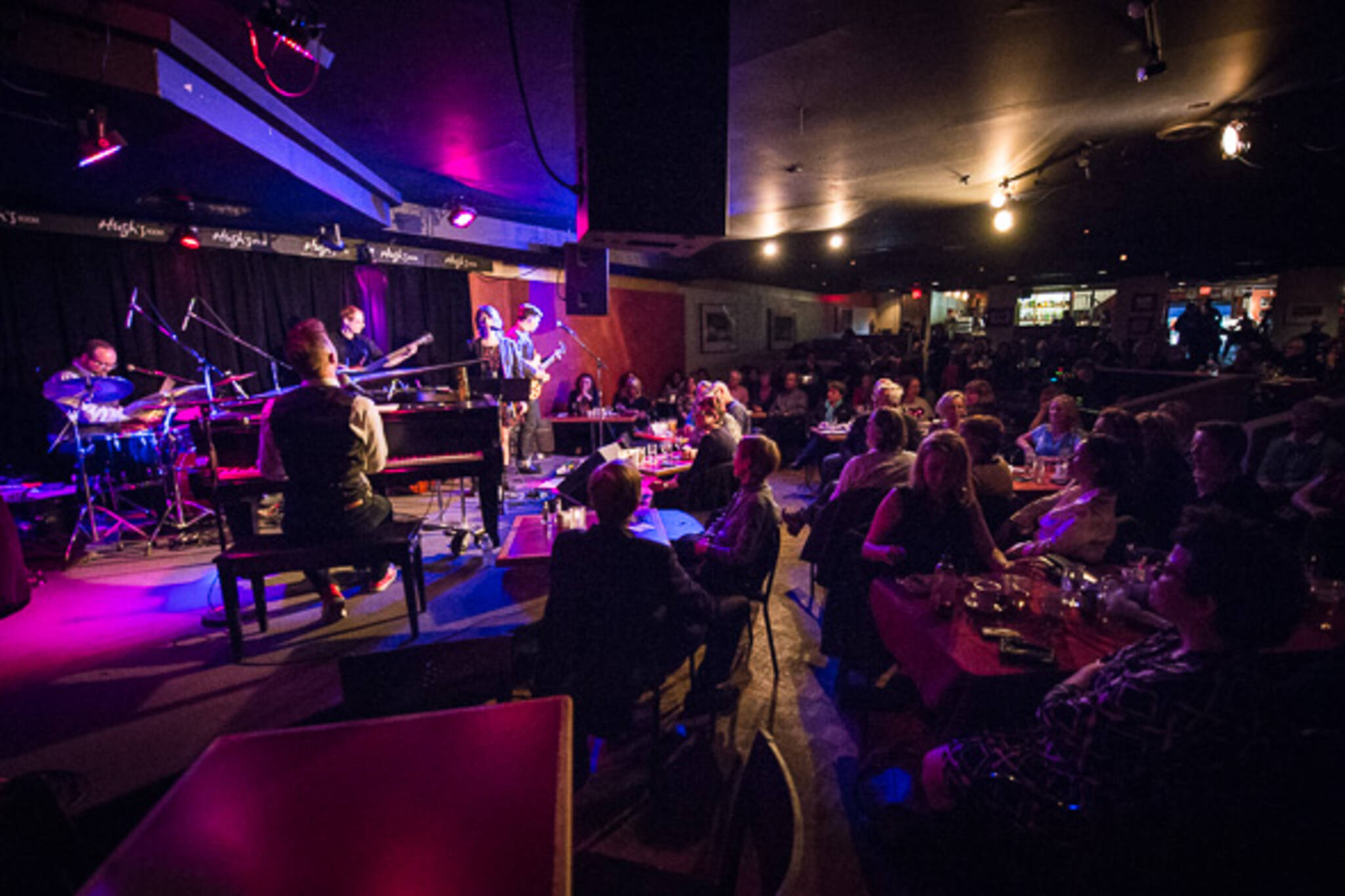 The best blues bars in toronto for Nice house music