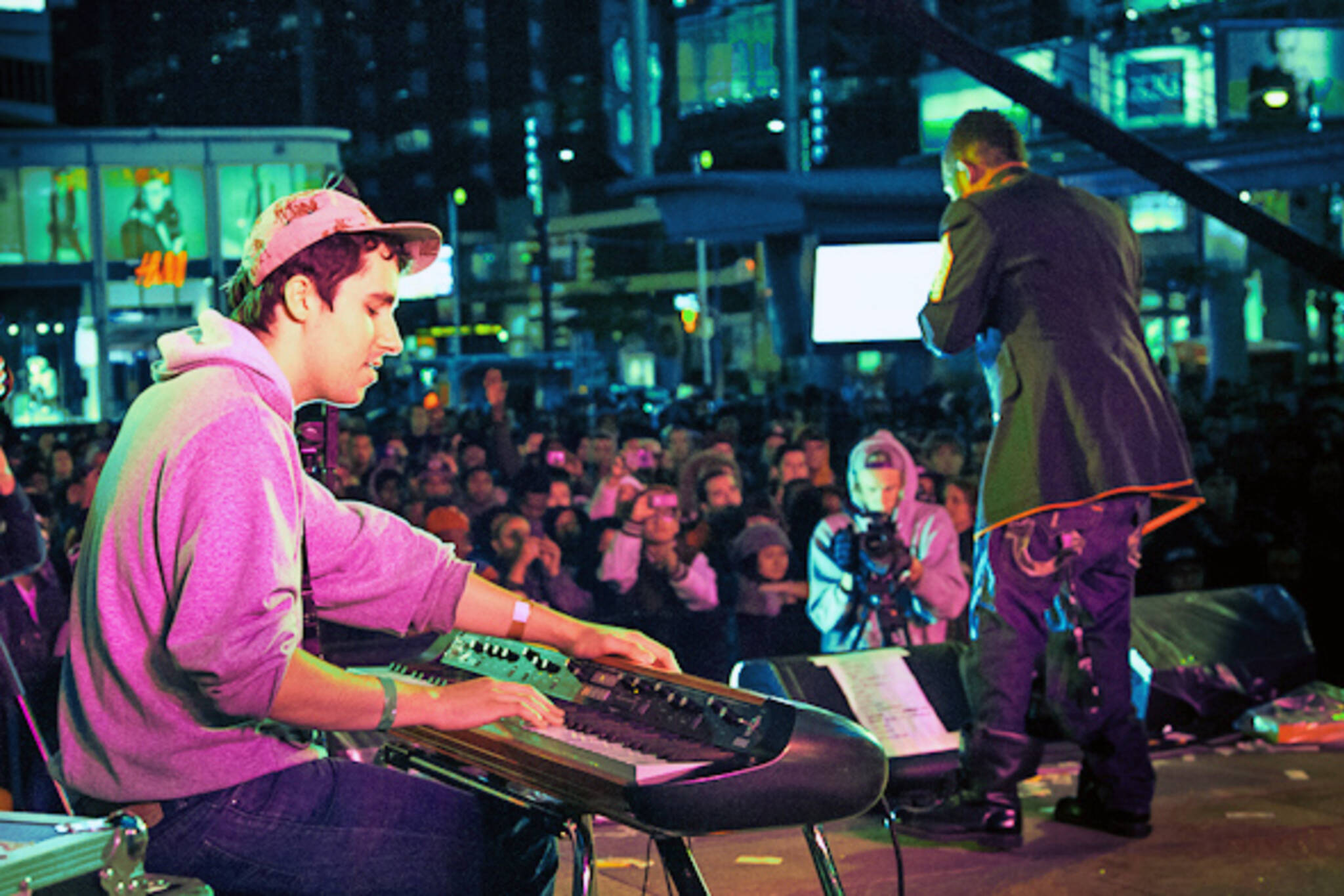 free outdoor concerts yonge dundas