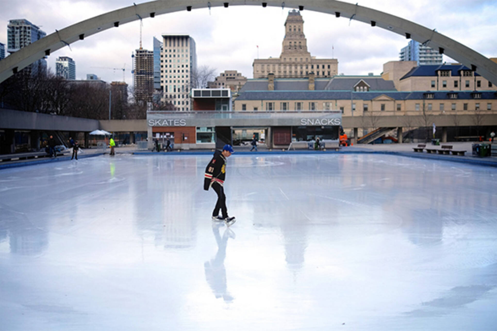Outdoor skating rinks now open in Toronto