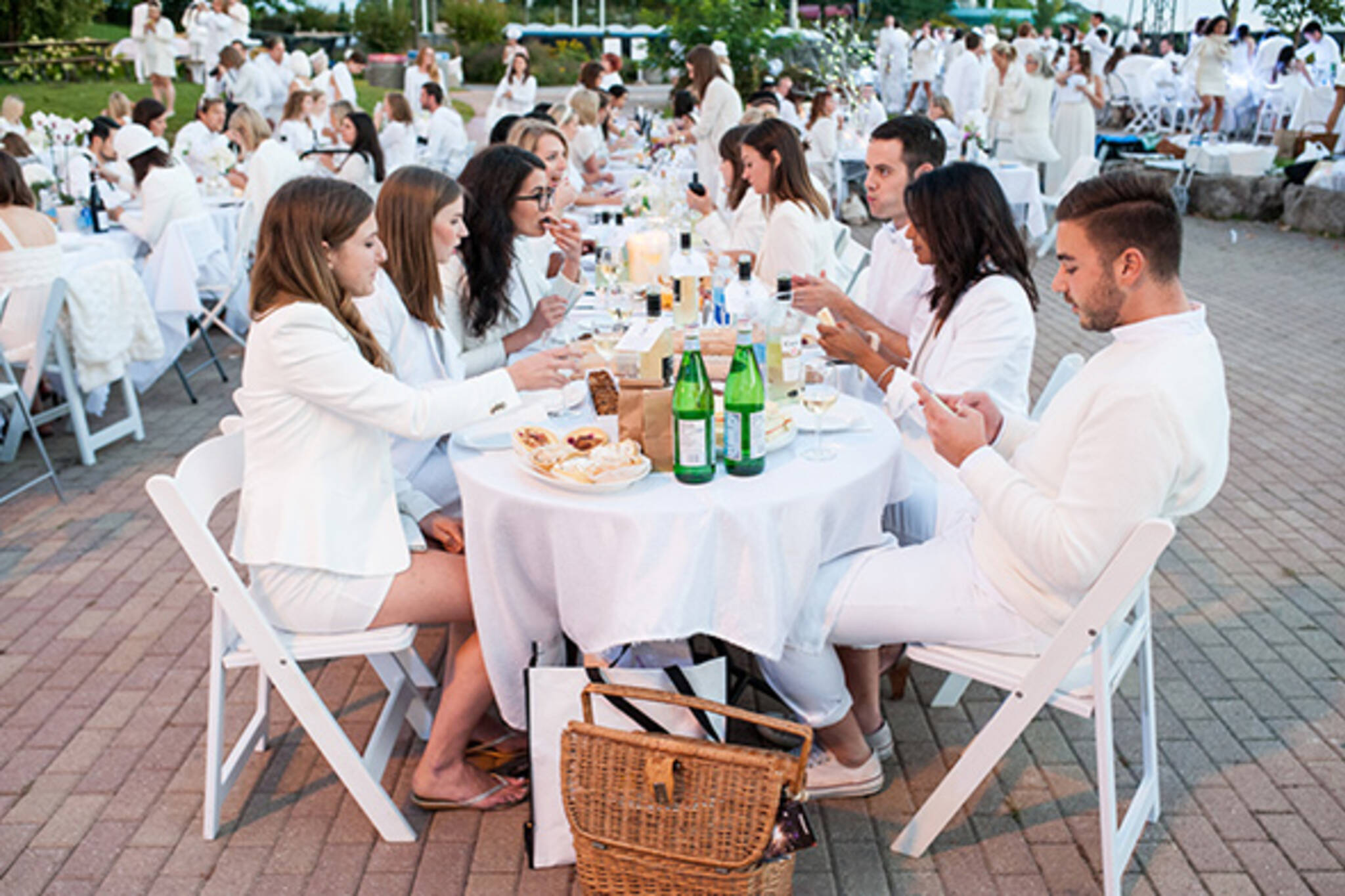 Diner En Blanc Returns To Toronto This Summer