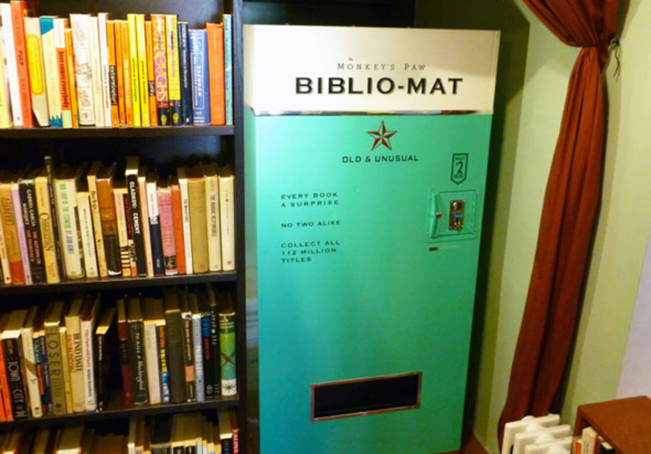 Wanna Buy A Book From The Bibliomat - Monkey knows how to operate vending machine
