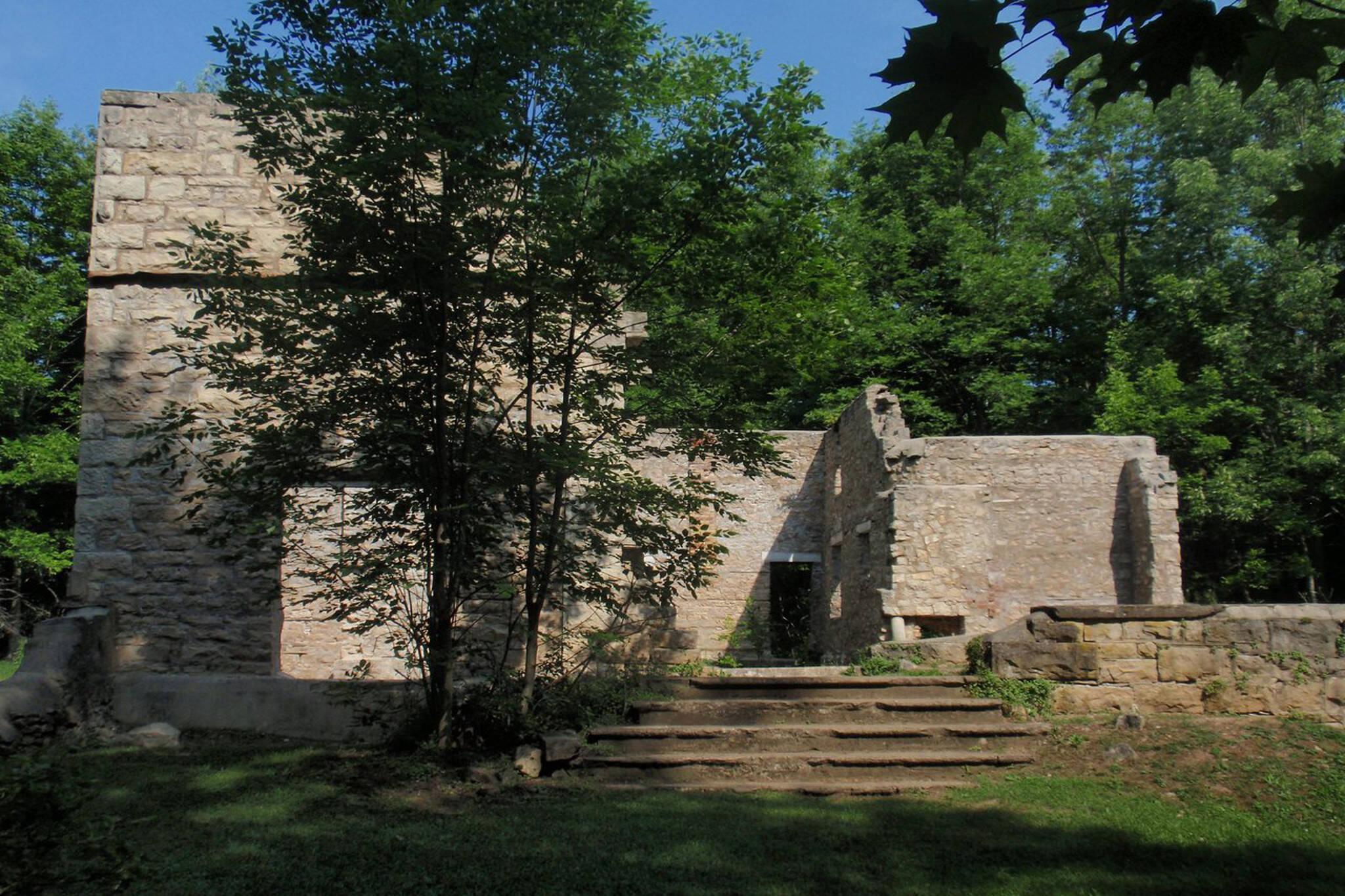 Spirit Rock Conservation Area, Wiarton, Corran Ruins