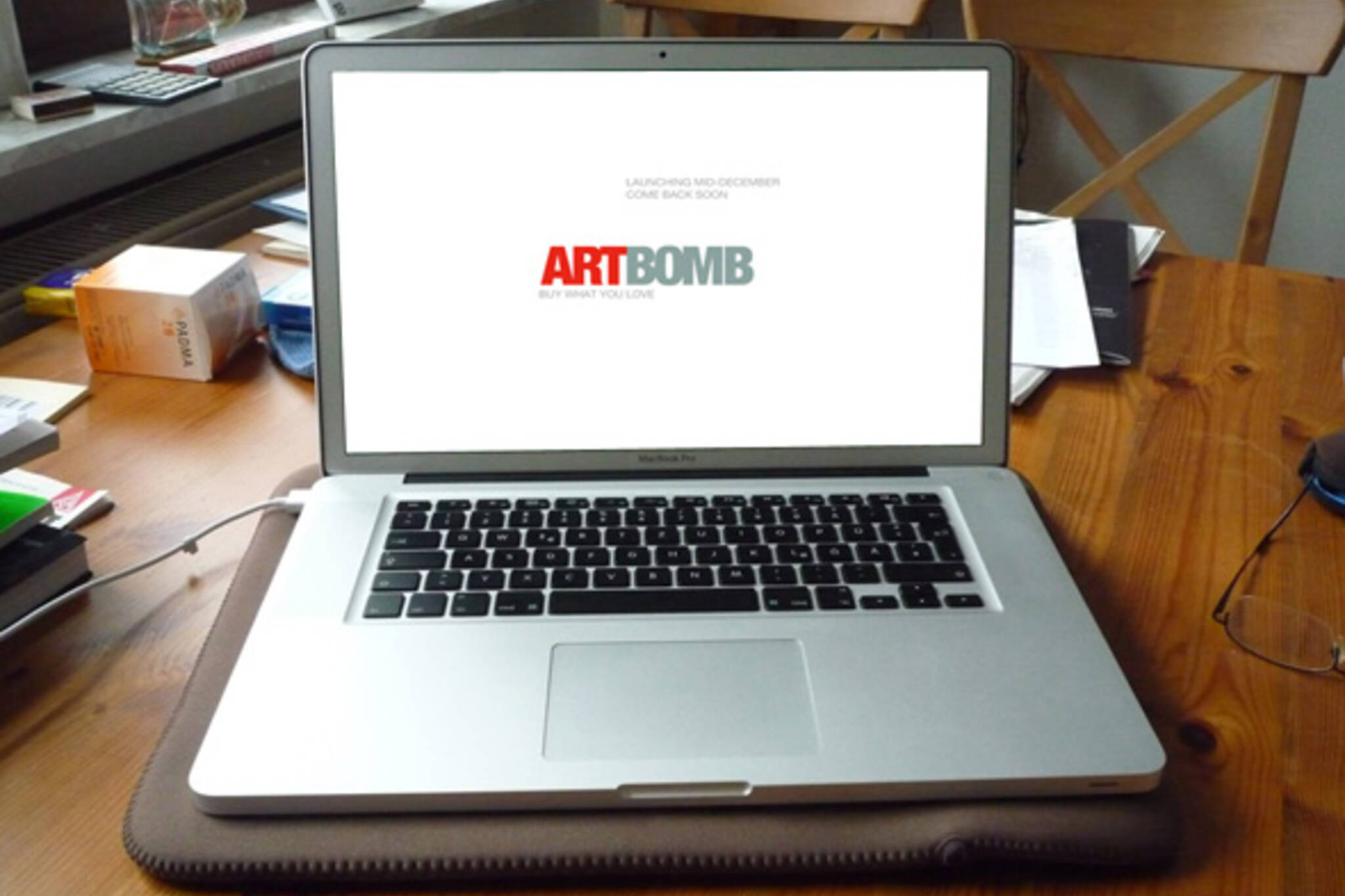 artbomb daily art auction
