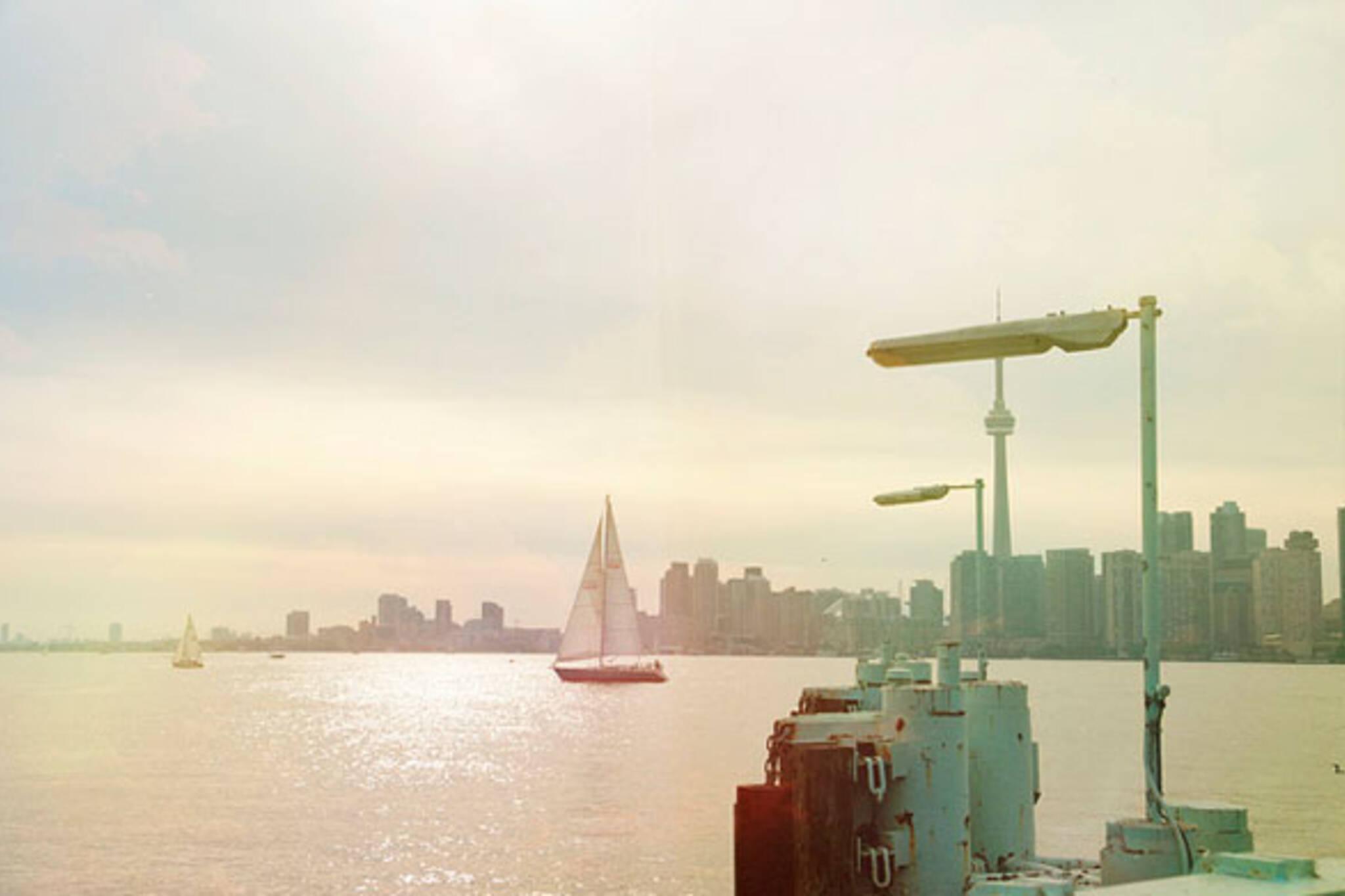 toronto summer skyline sailing boat