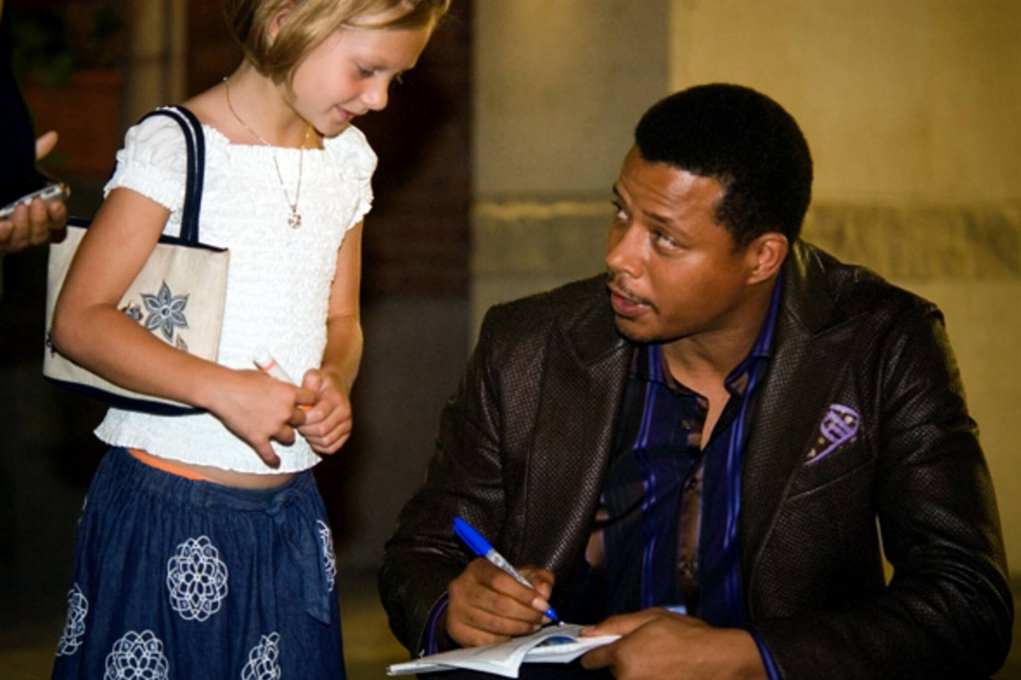 Terrence Howard Signs Autographs
