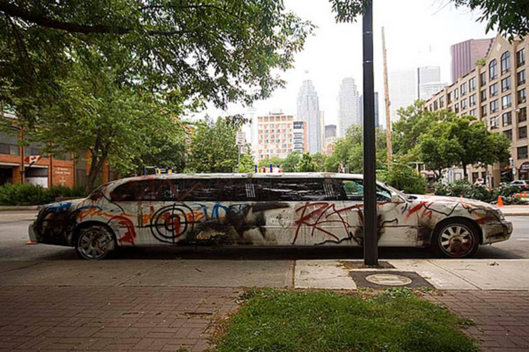 limousine, graffiti, toronto