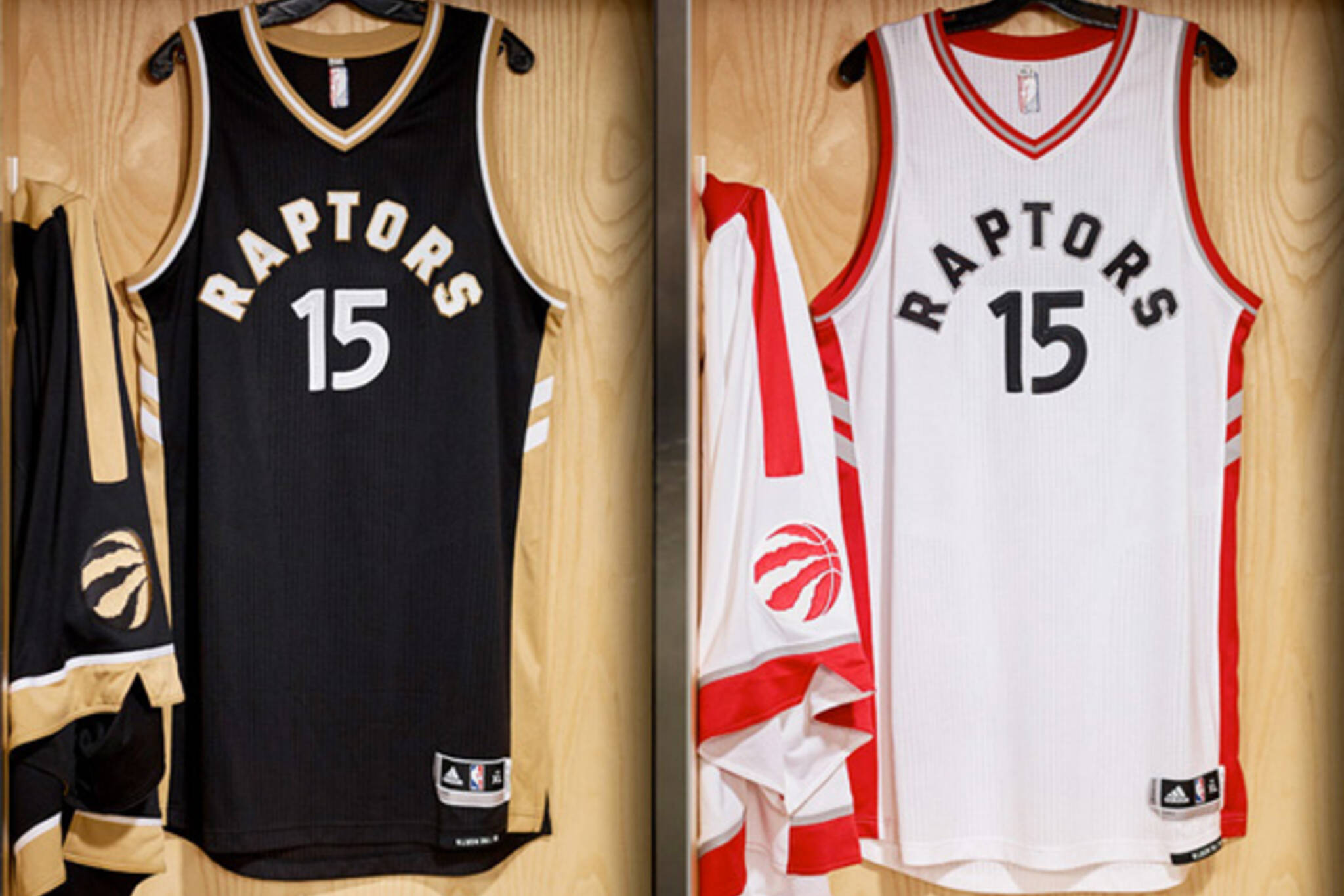 99dc282ce Drake and Raptors unveil new team uniforms