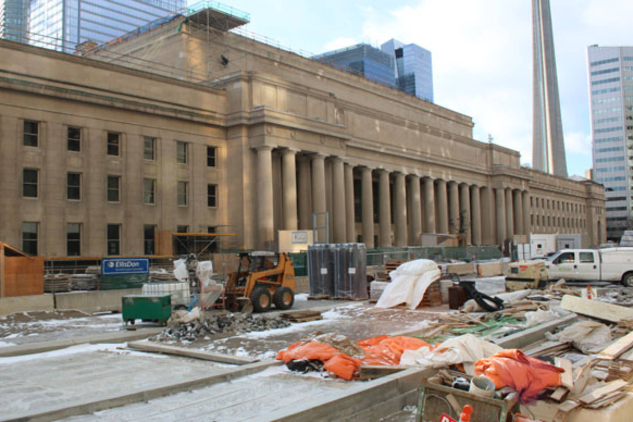 how to get from union station to royal ontario museum
