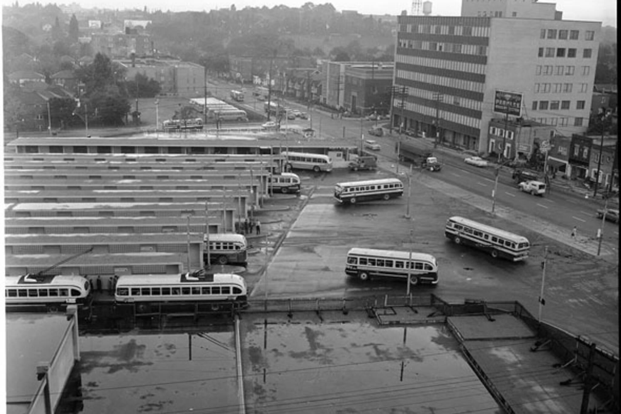 toronto yonge eglinton bus