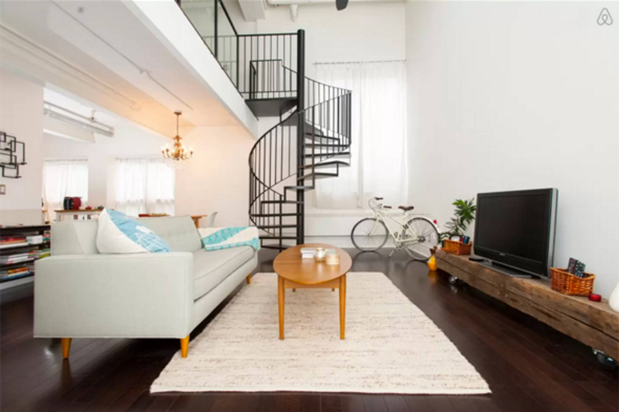 the top 10 airbnb listings in toronto. Black Bedroom Furniture Sets. Home Design Ideas