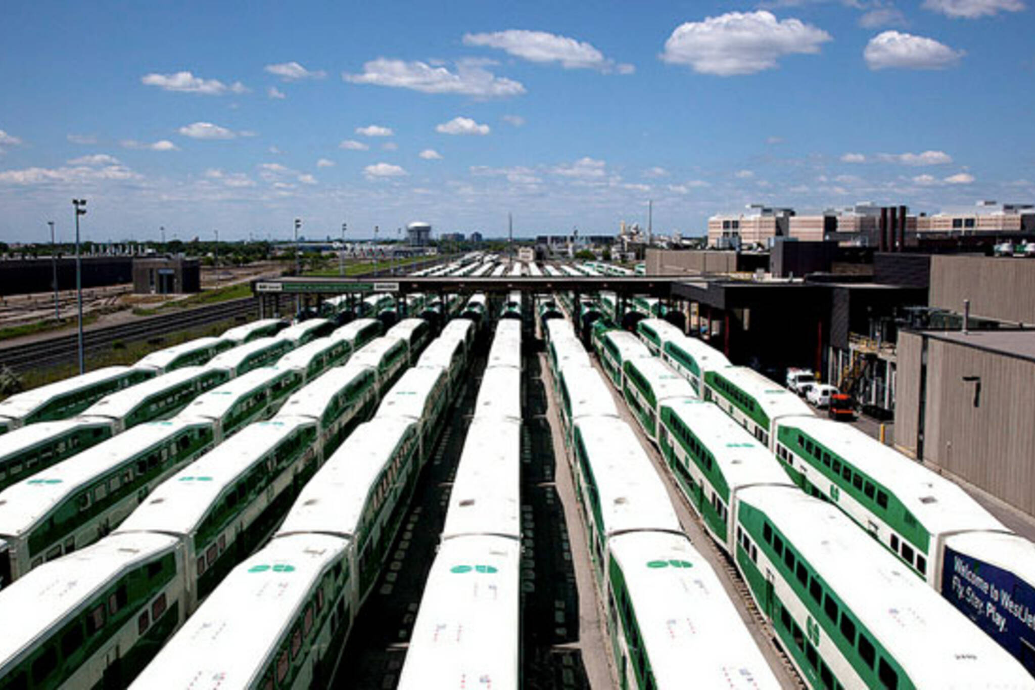 toronto go trains siding