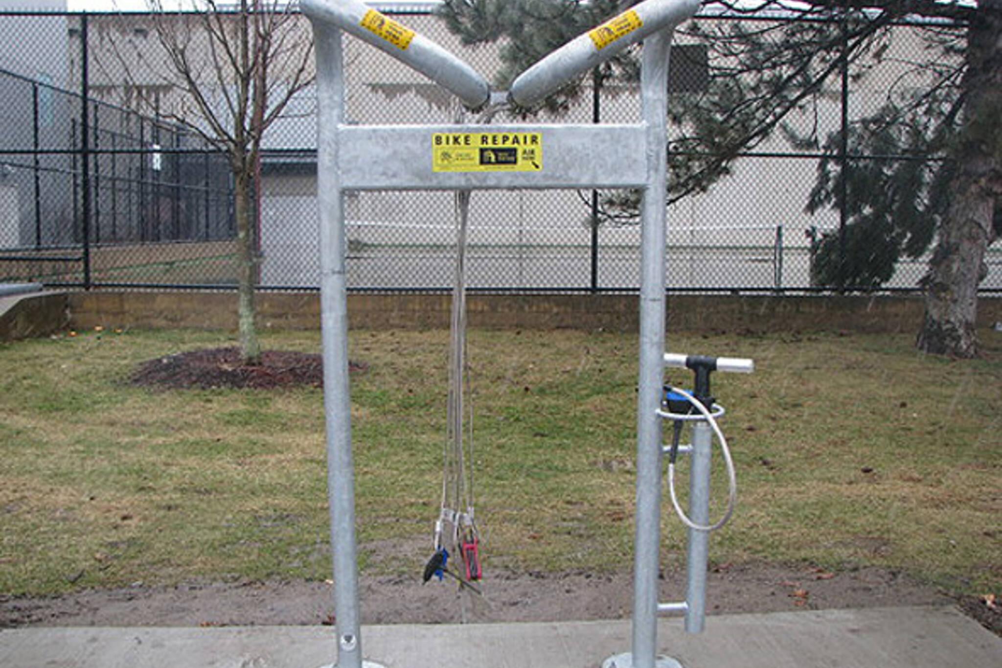 public bike repair stand toronto