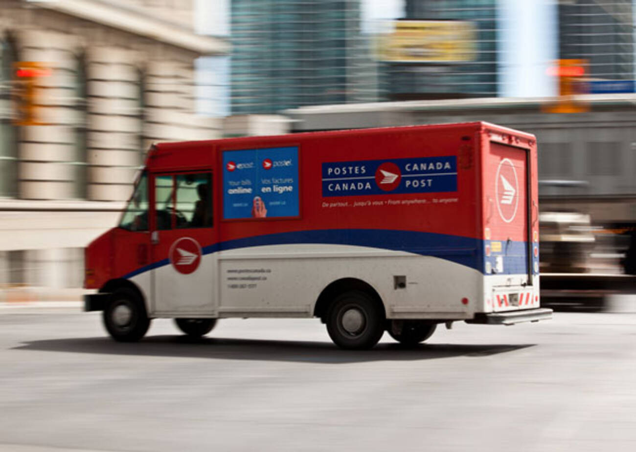 canada post delivery hours canada post to phase out mail delivery 17145 | d67a 20131211 CanadaPost Lead