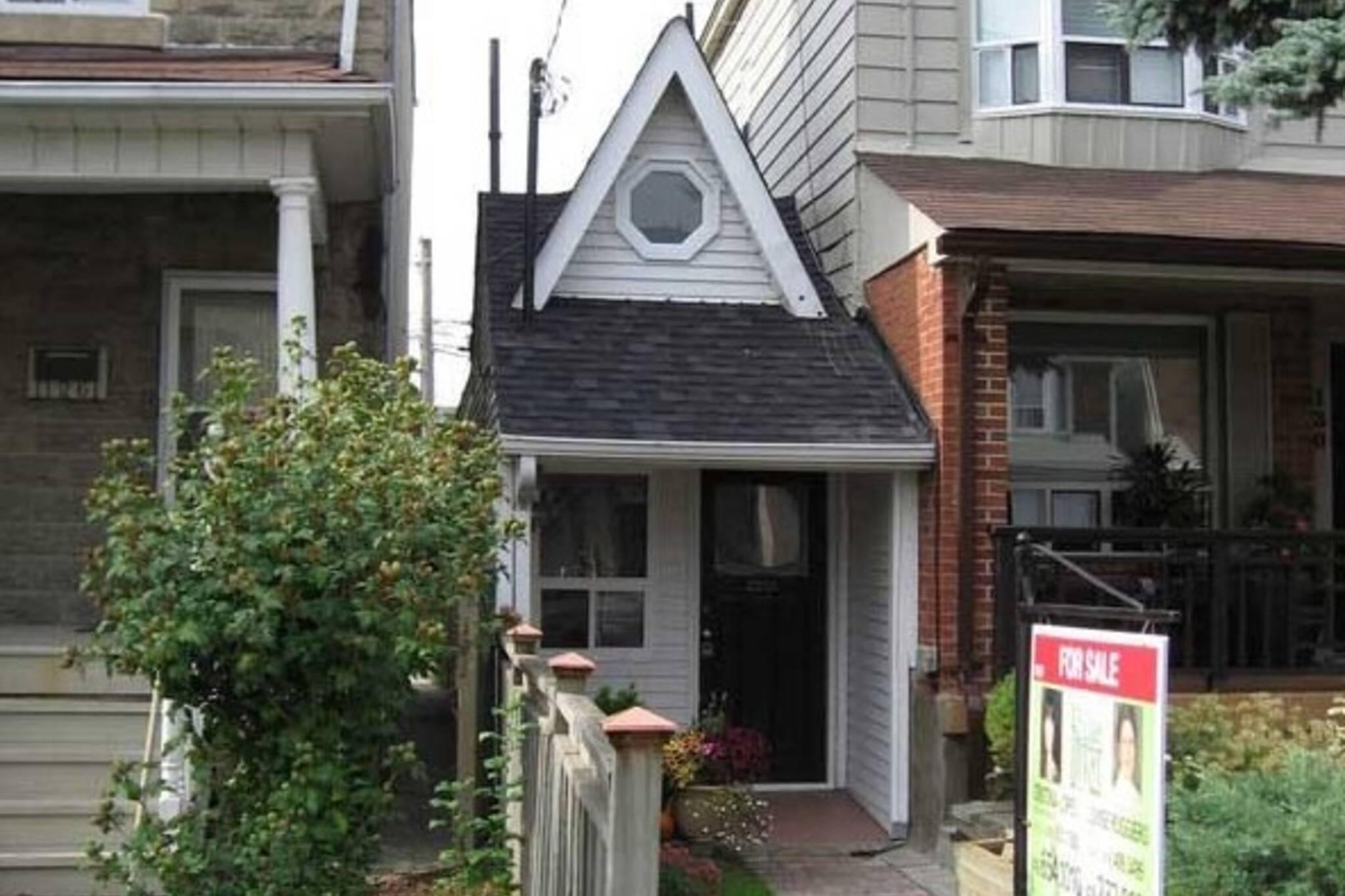 smallest house in toronto 590.jpg
