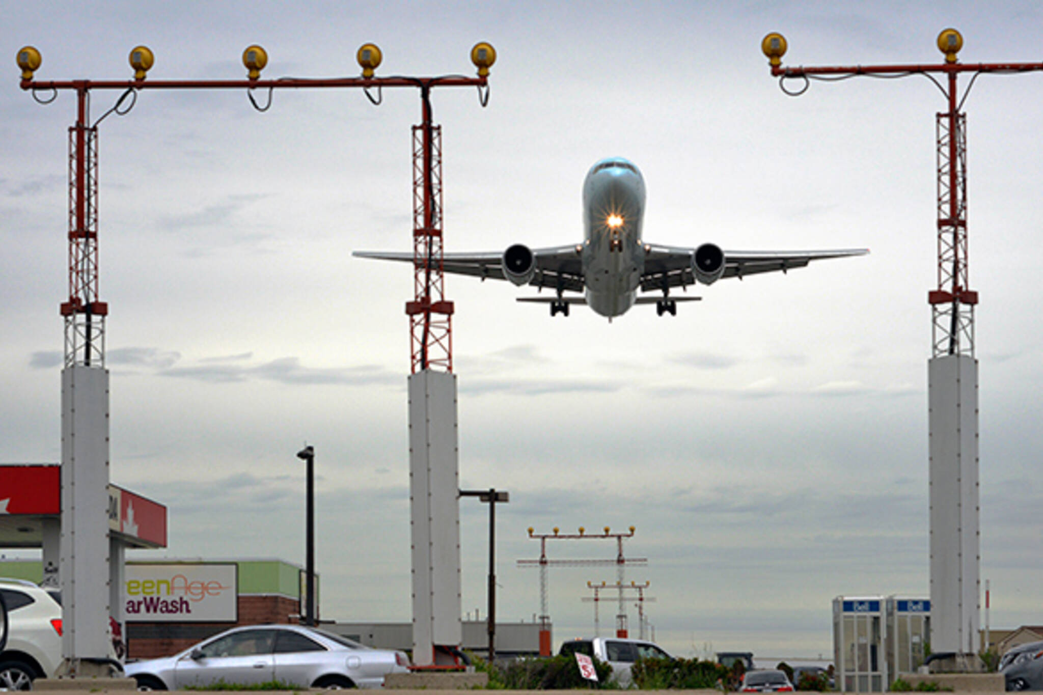 The essential guide to plane spotting in Toronto