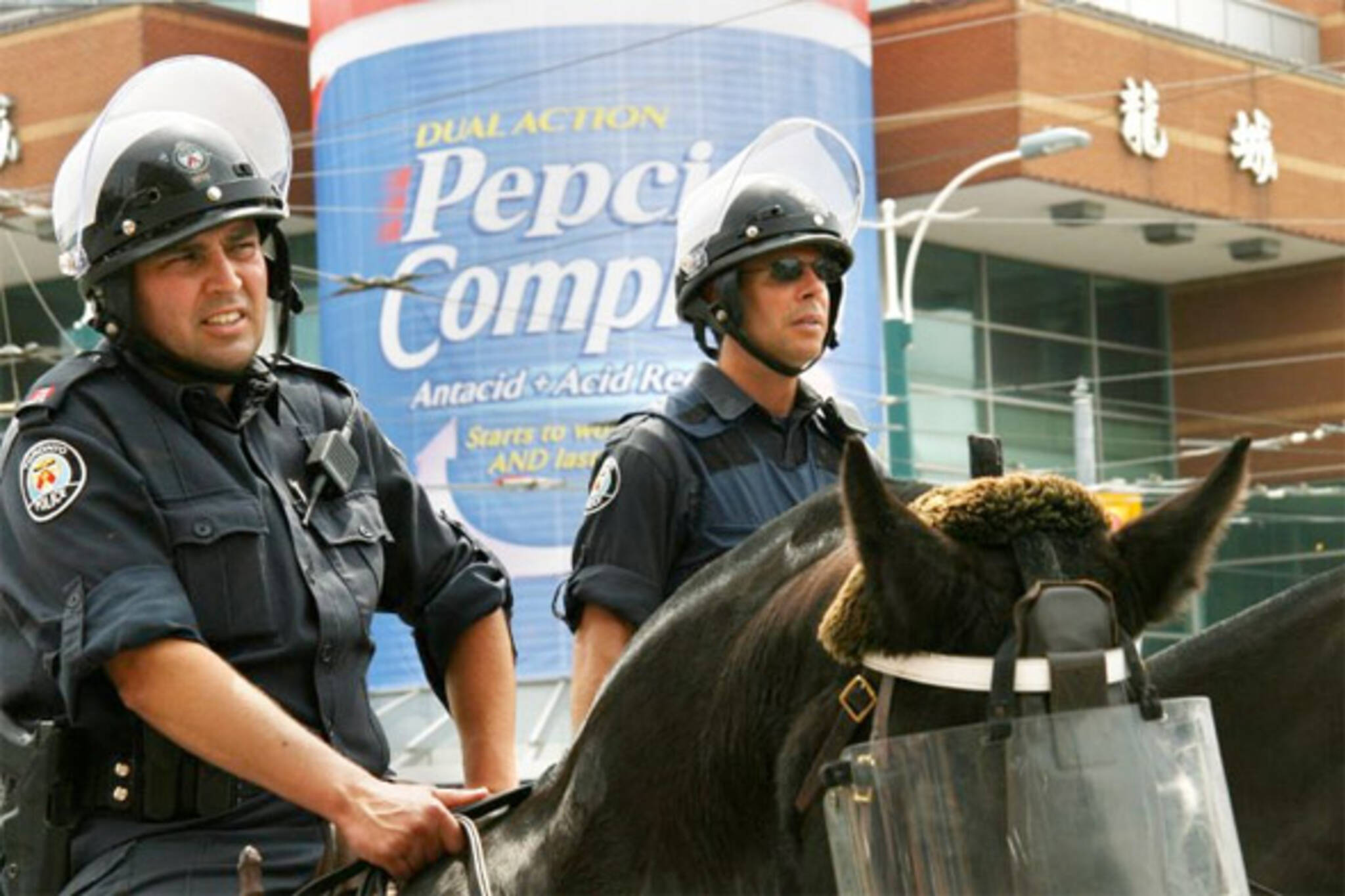 toronto police sound cannons g20