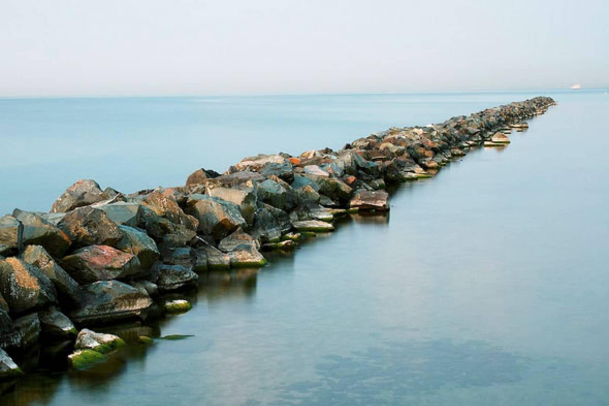 toronto islands rocks lake ontario