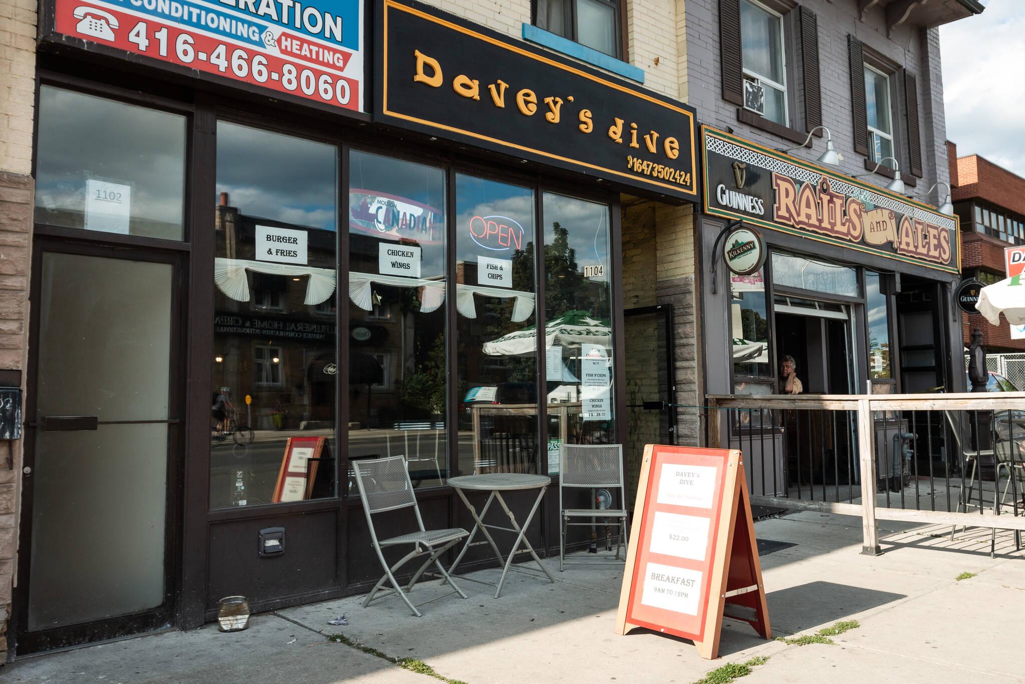 Daveys Dive Toronto
