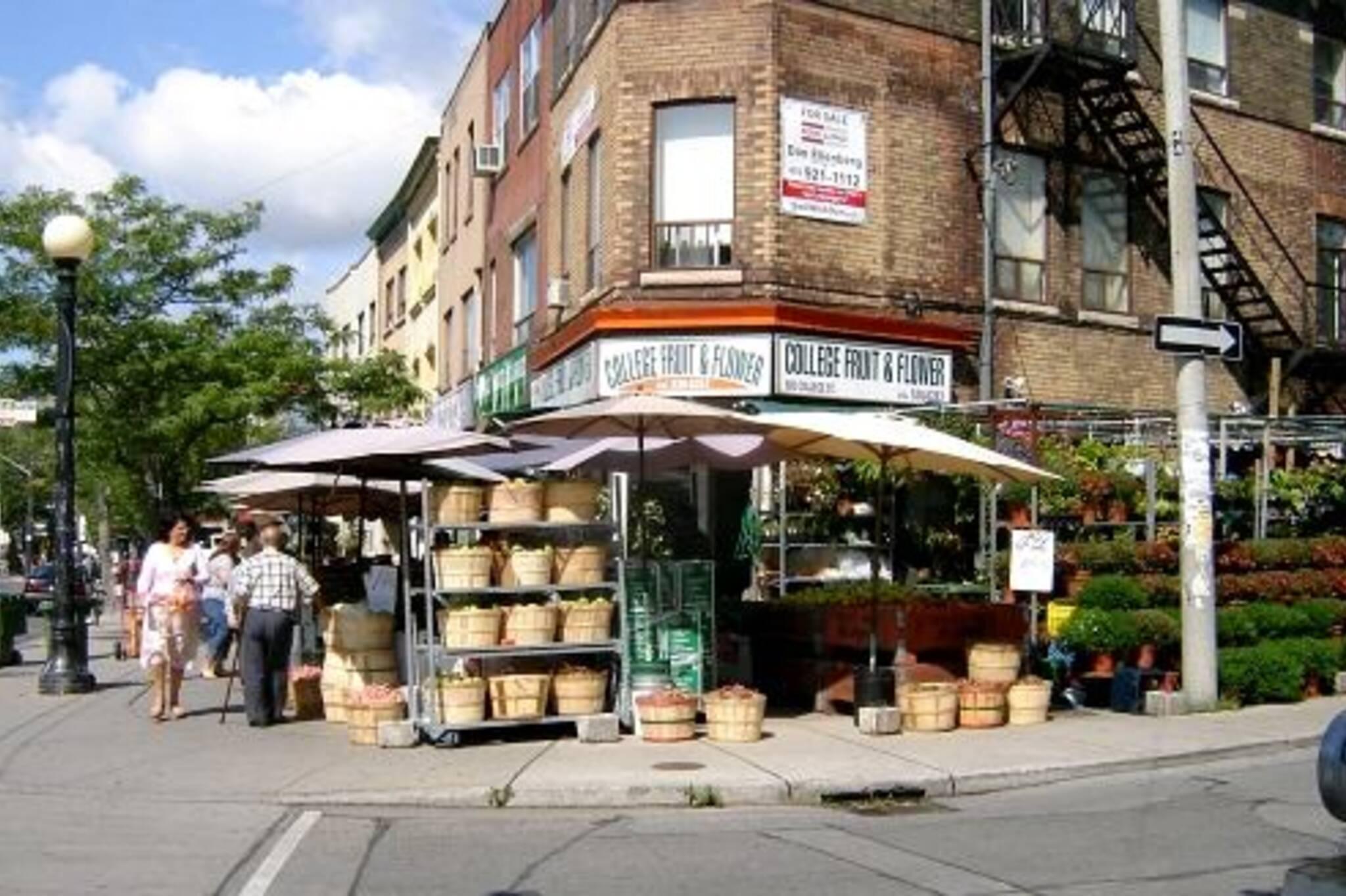 College Fruit Market