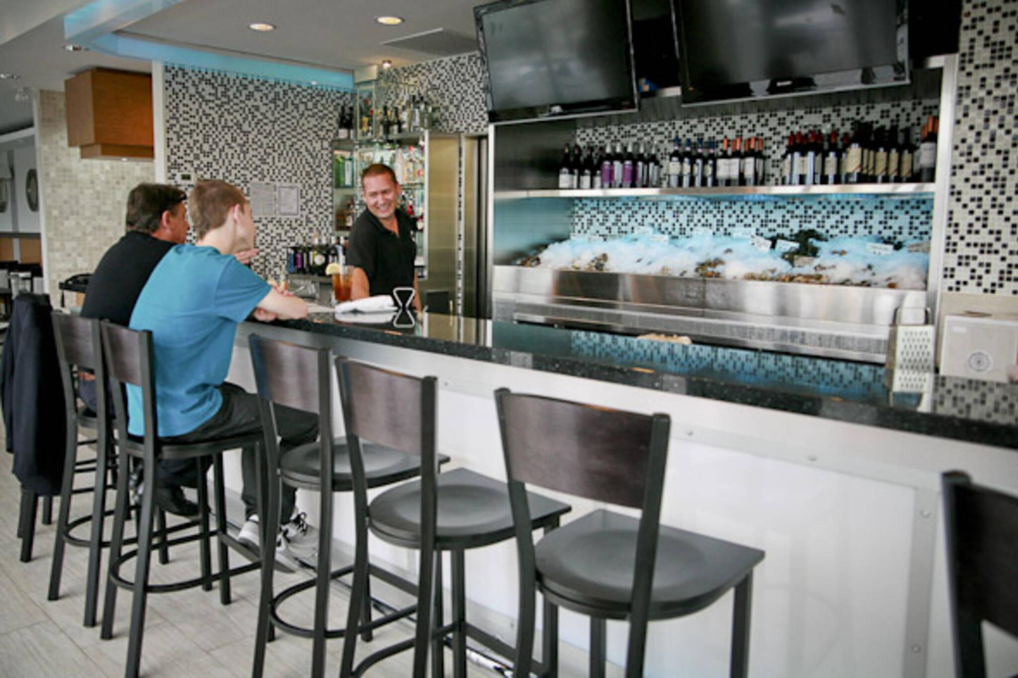 diana 39 s seafood oyster bar blogto toronto. Black Bedroom Furniture Sets. Home Design Ideas