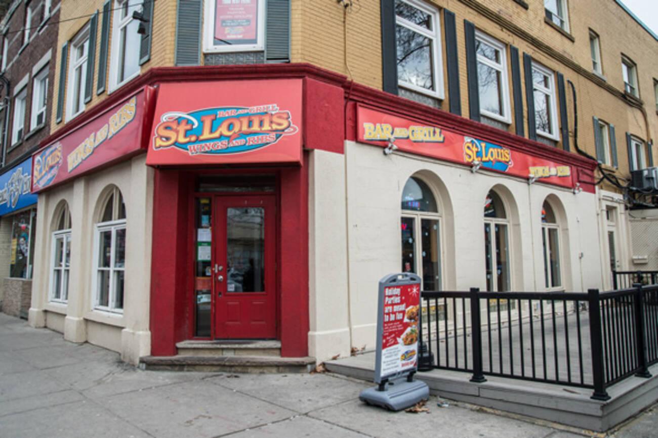 St Louis Bar Amp Grill Beaches Blogto Toronto