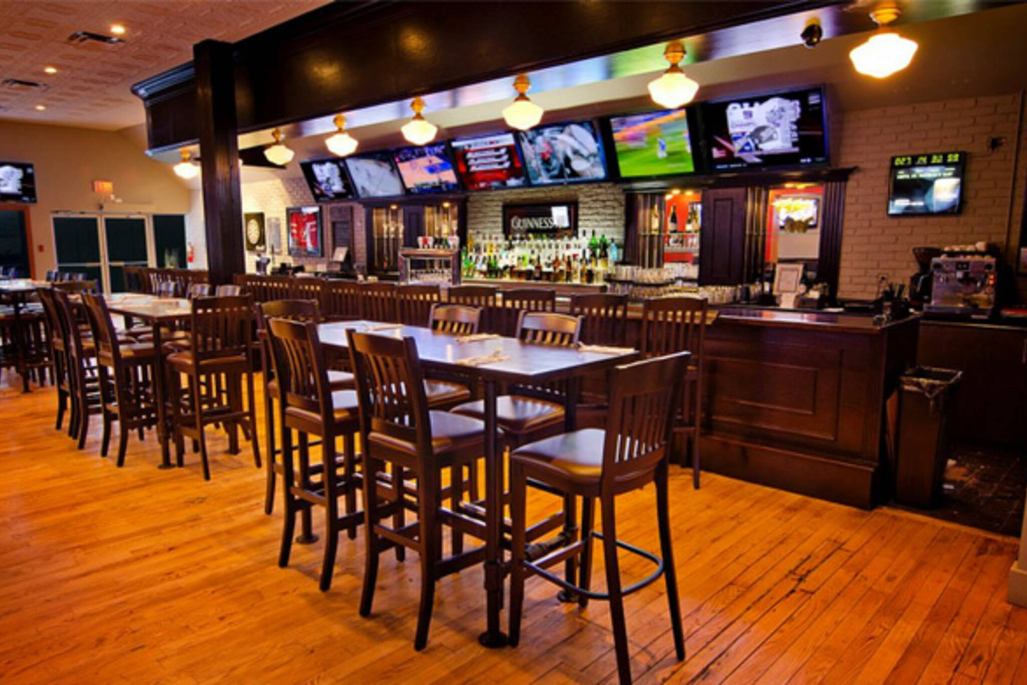 Rally Sports Bar and Smokehouse