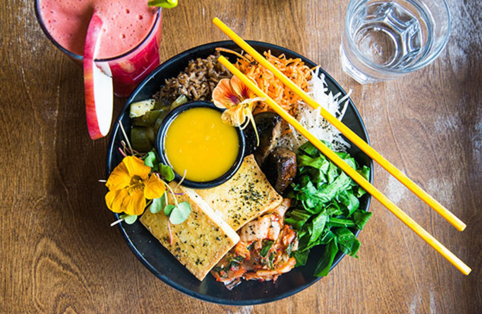 Live Organic Food Bar Dupont Blogto Toronto