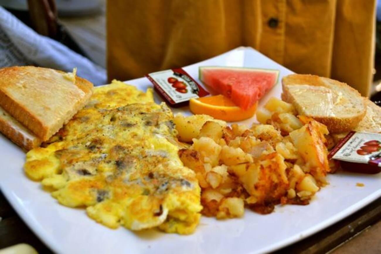 Kos restaurant kensington blogto toronto for Kos milano ristorante