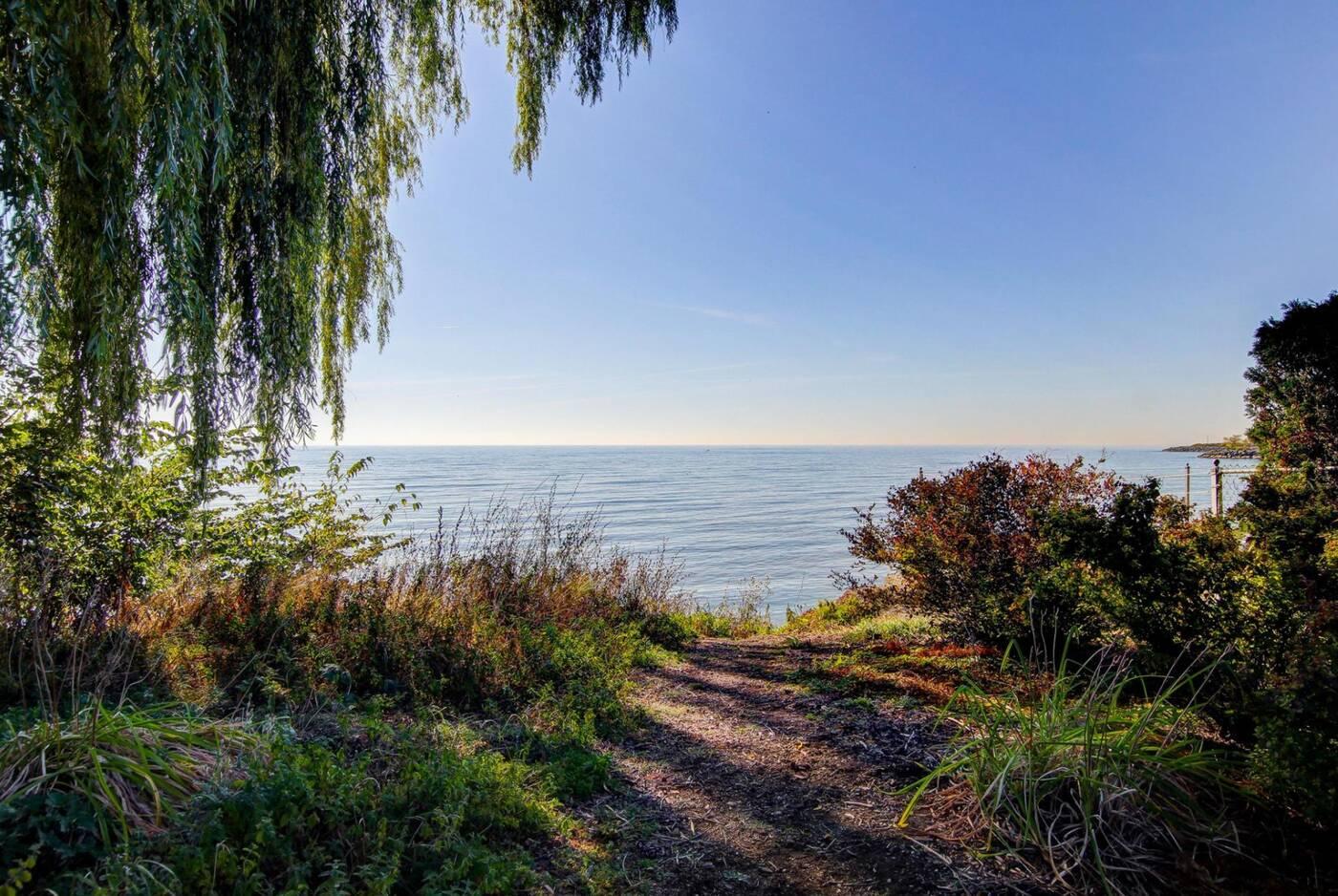 178 Lake Shore Drive Toronto