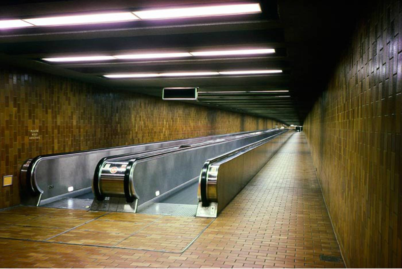 spdina station moving walkway