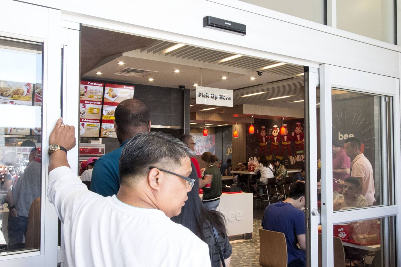 jollibee lineups fried chicken toronto