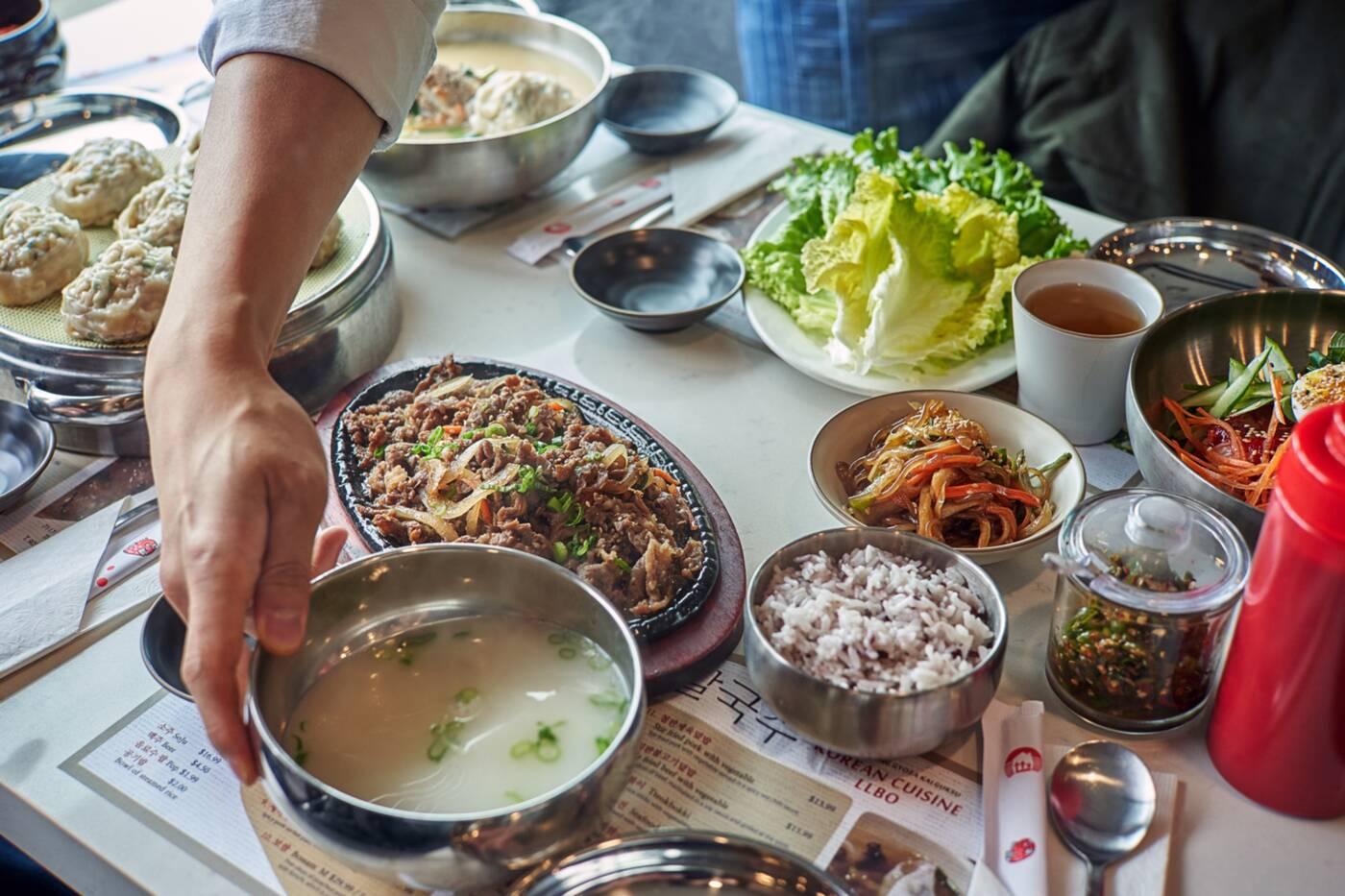 myeongdong goyza kalguksu toronto