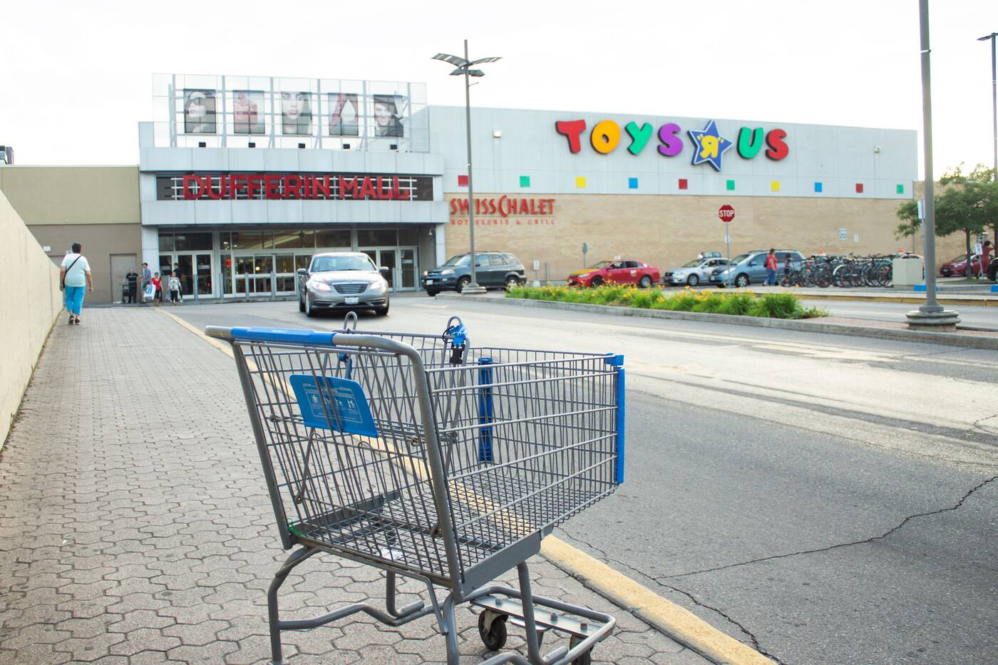 toys r us dufferin mall