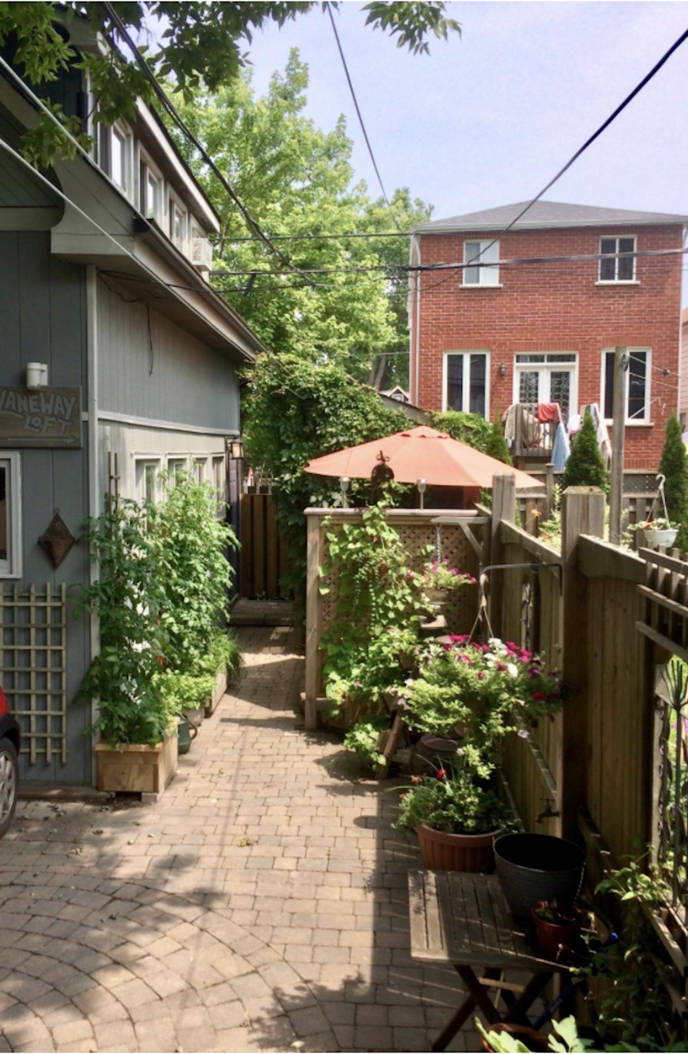 airbnb danforth