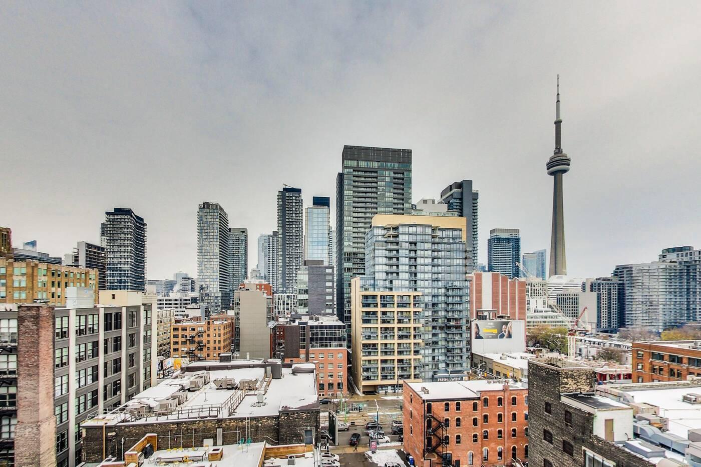 23 Brant St W Toronto