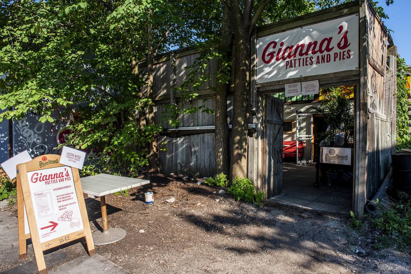 Giannas Toronto