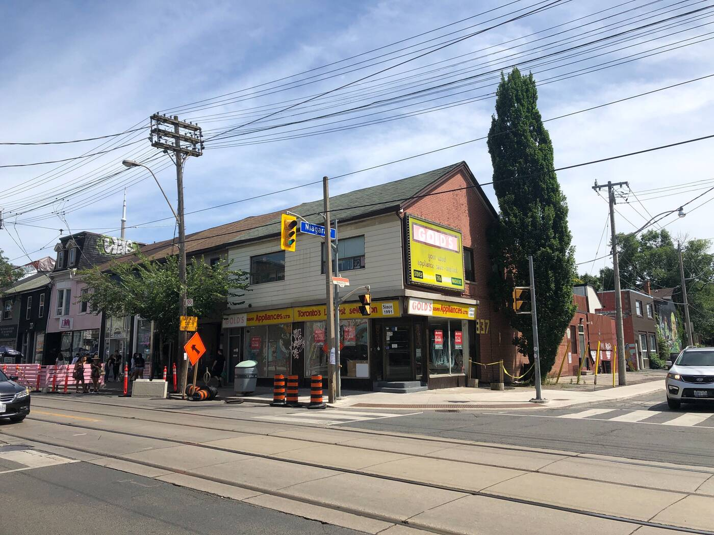 835 queen street west
