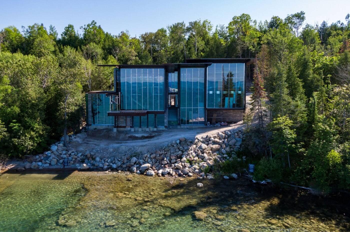 189 lake side drive blue mountain