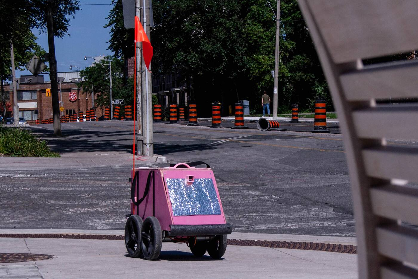 geoffrey the delivery robot