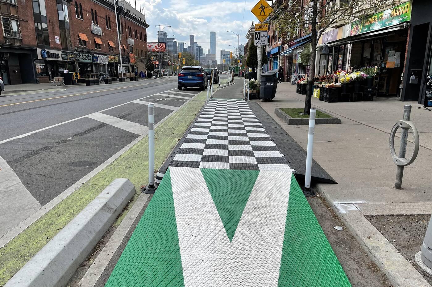 toronto bike lanes platforms