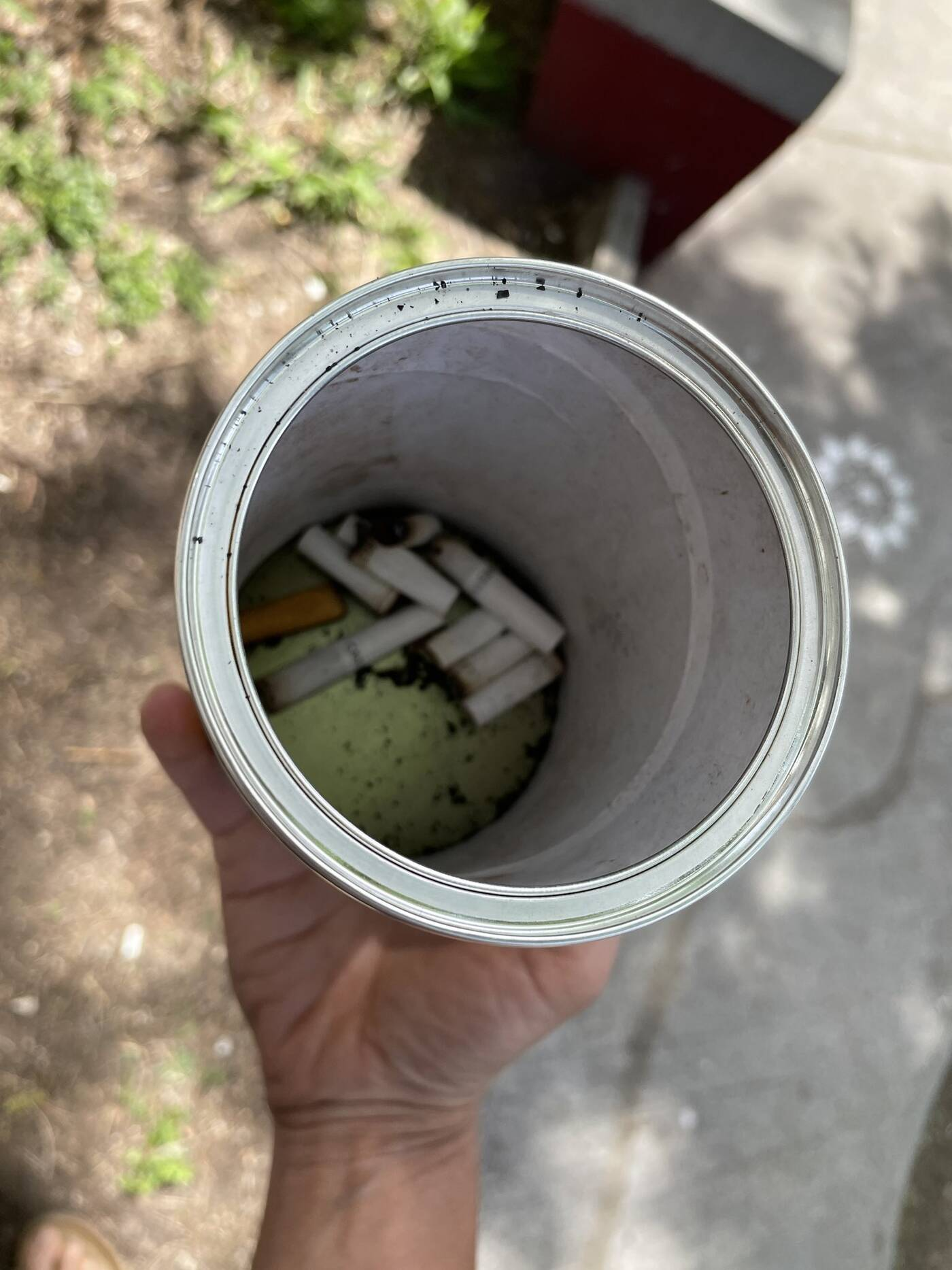 tcigarette butts