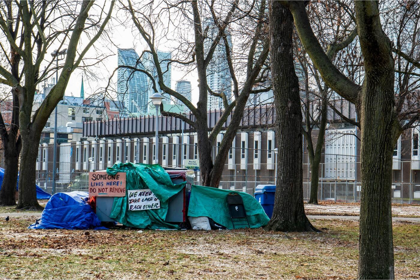 toronto gardiner fake encampment