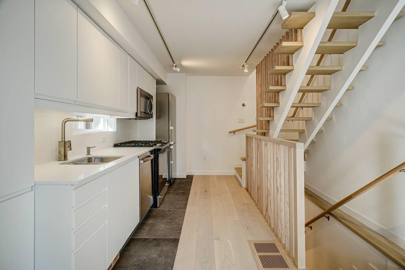 452 Montrose Avenue Toronto